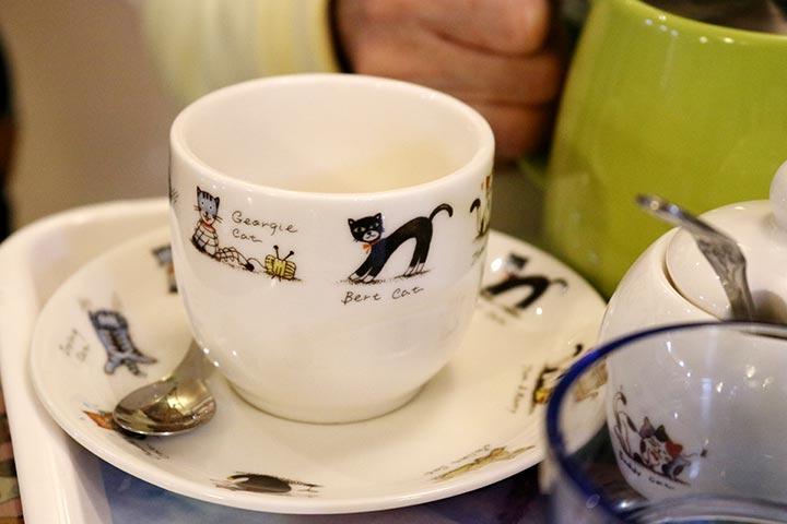 お茶を頼んだら可愛らしいカップが用意されました
